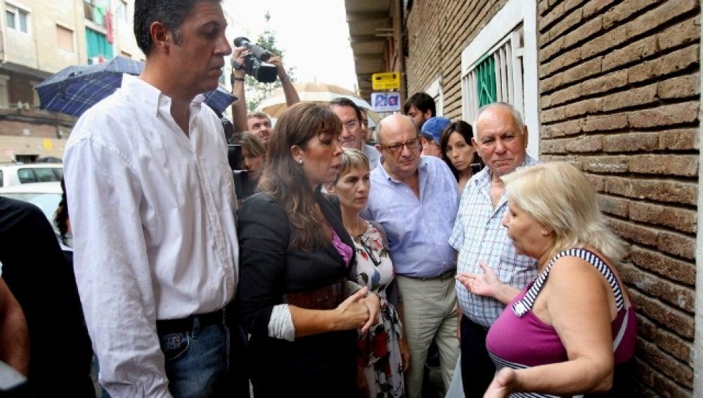 Una eurodiputada de Sarkozy visita a la comunidad gitana de Badalona