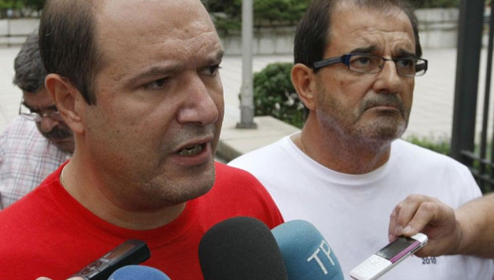 El secretario de Industrias Extractivas de CCOO, Juan Carlos Álvarez Liébana y el secretario de Minería de UGT, Víctor Fernández