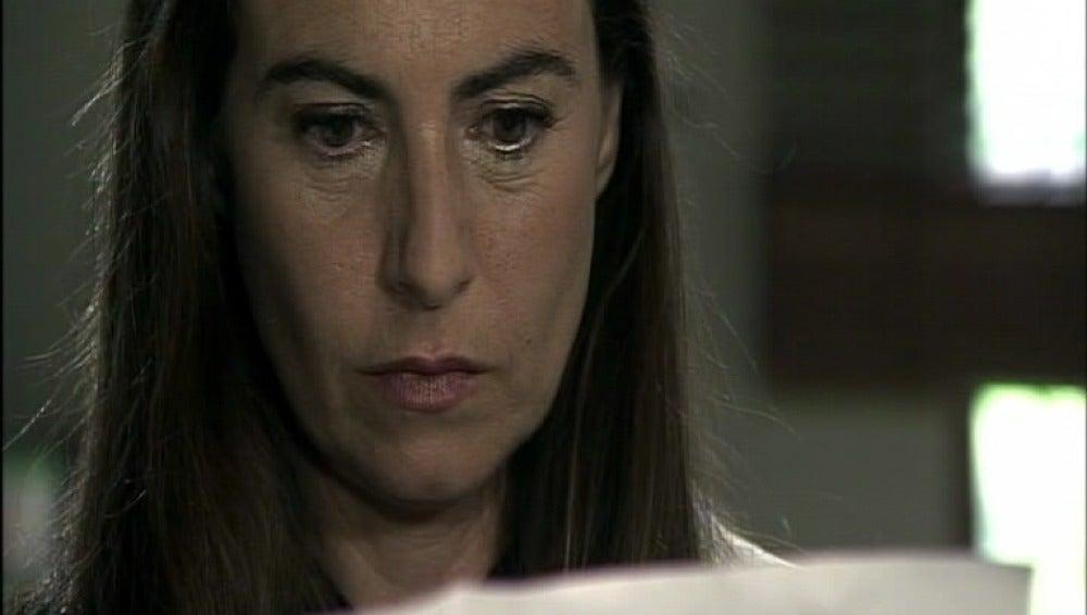 Lucía recibe un anónimo