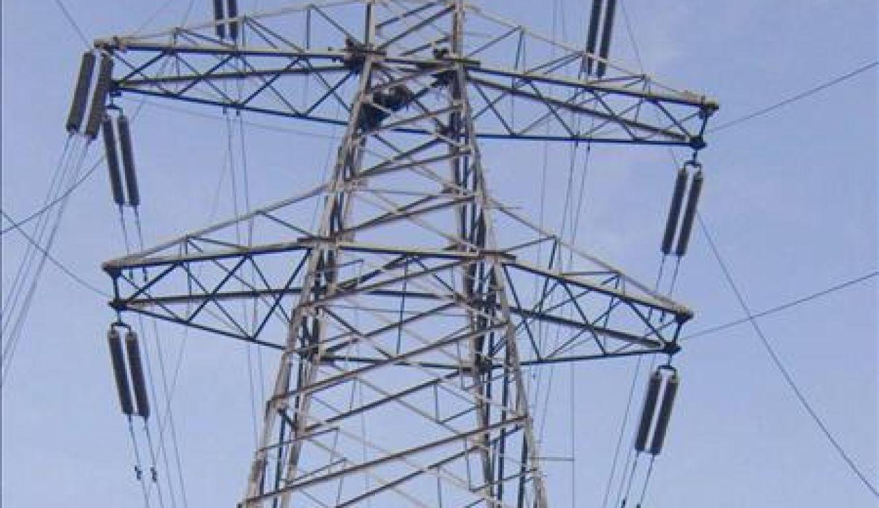 Las eléctricas informarán a Hacienda de los consumos de luz de los contribuyentes desde febrero