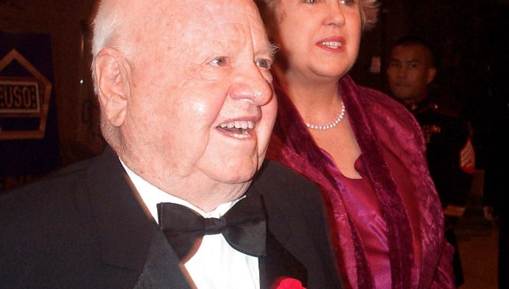 Mickey Rooney junto a su actual esposa Jan en 2007