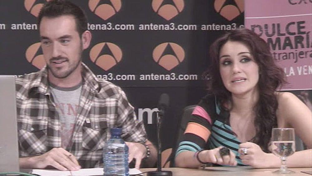 Dulce María durante el videoencuentro en antena3.com