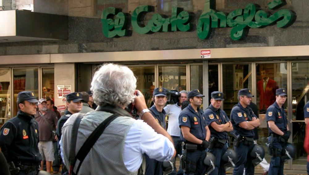 Protestas frente a unos grandes almacenes
