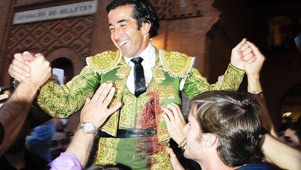 Juan Mora sale a hombros de Las Ventas