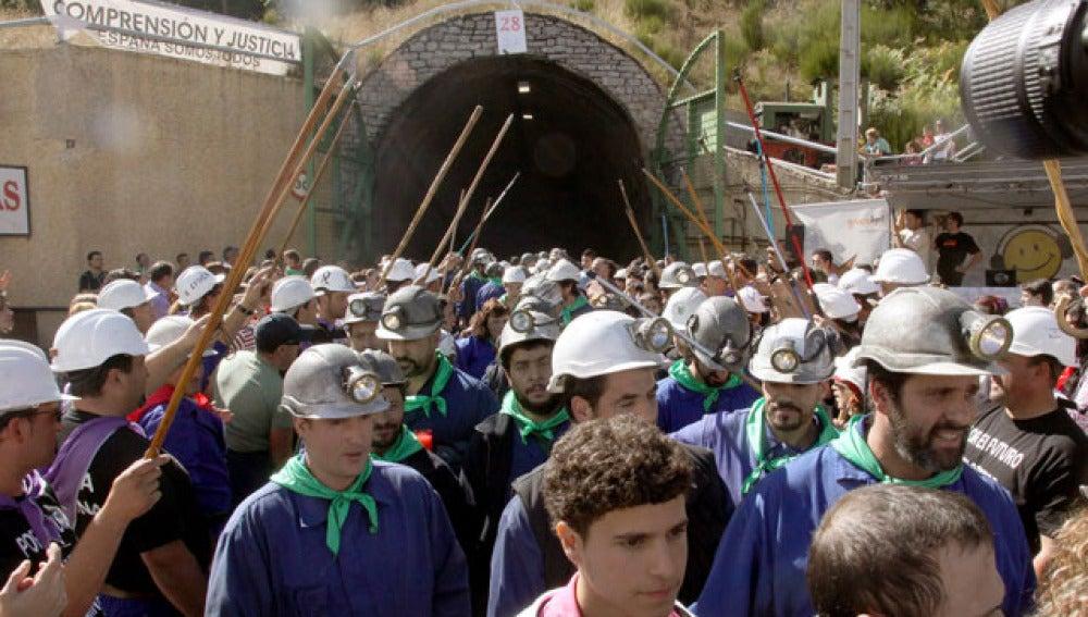 Los mineros palentinos camino del trabajo