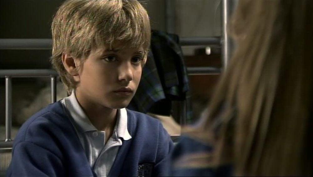 A Lucas le gusta Paula