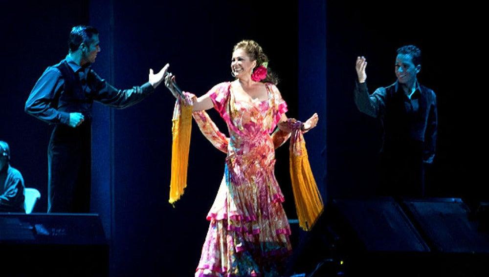 Isabel Pantoja en un concierto en Huelva
