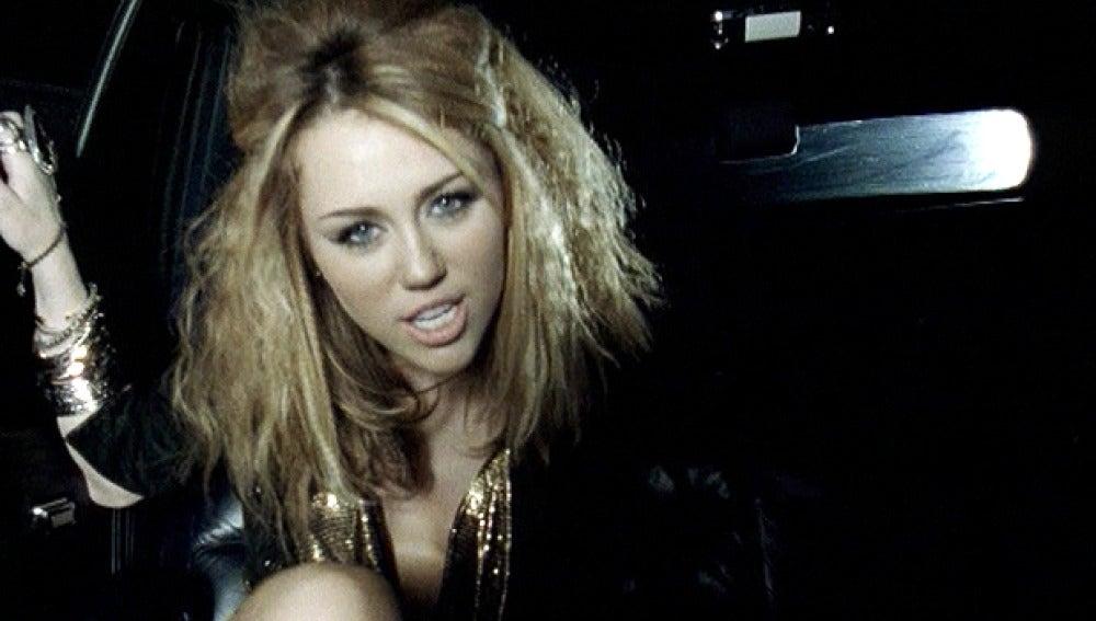 Miley Cyrus tiene fotos para olvidar