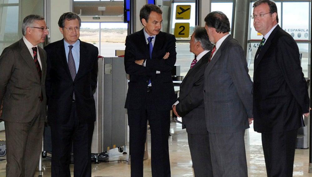 Zapatero, en el aeropuerto de León