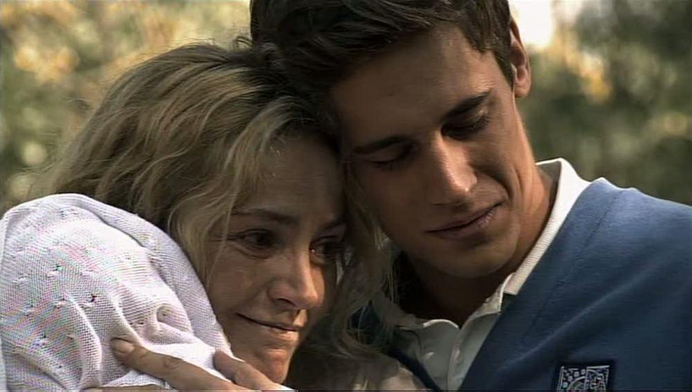 Marcos y Paula se encuentran con su madre