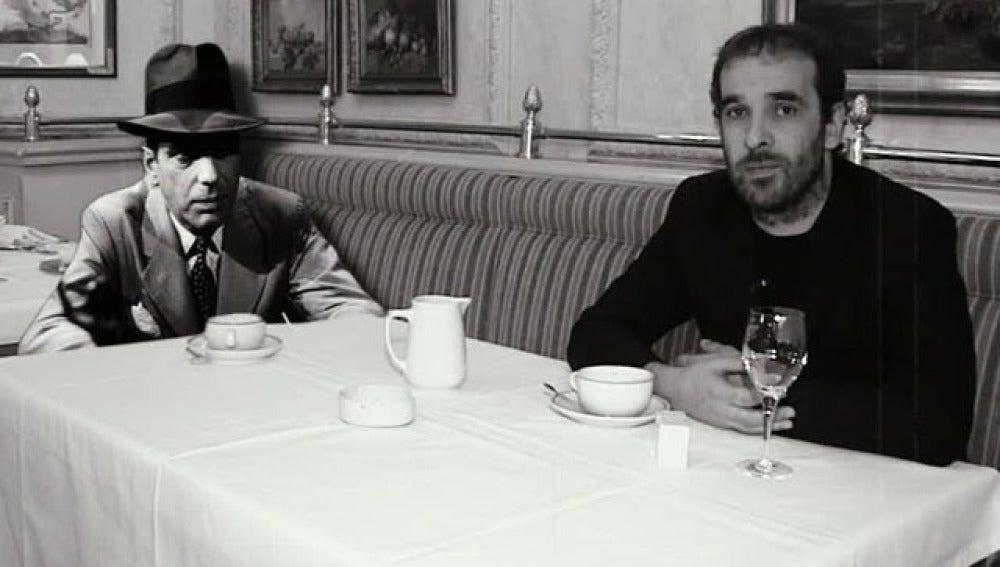 Luis Merlo con un imaginario Humphrey Bogart