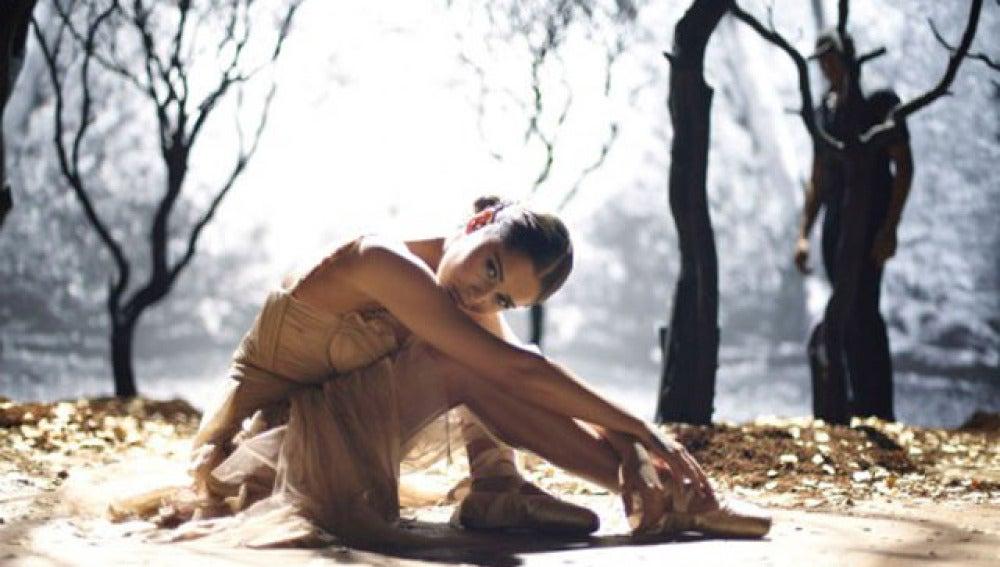 Sheryl Colle en su nuevo videoclip