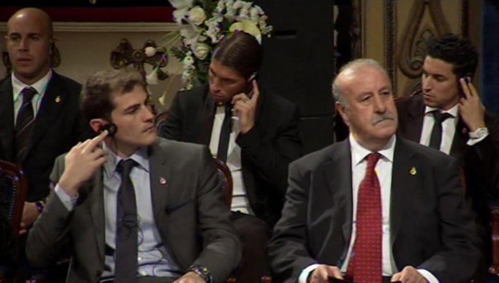 Casillas y Del Bosque atienden los discursos