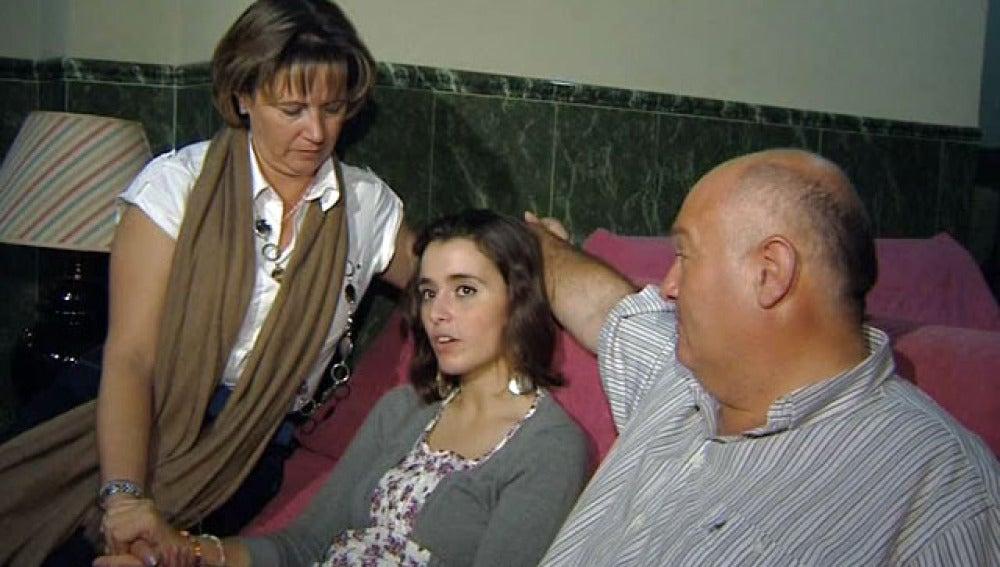 La rejoneadora posa con sus padres