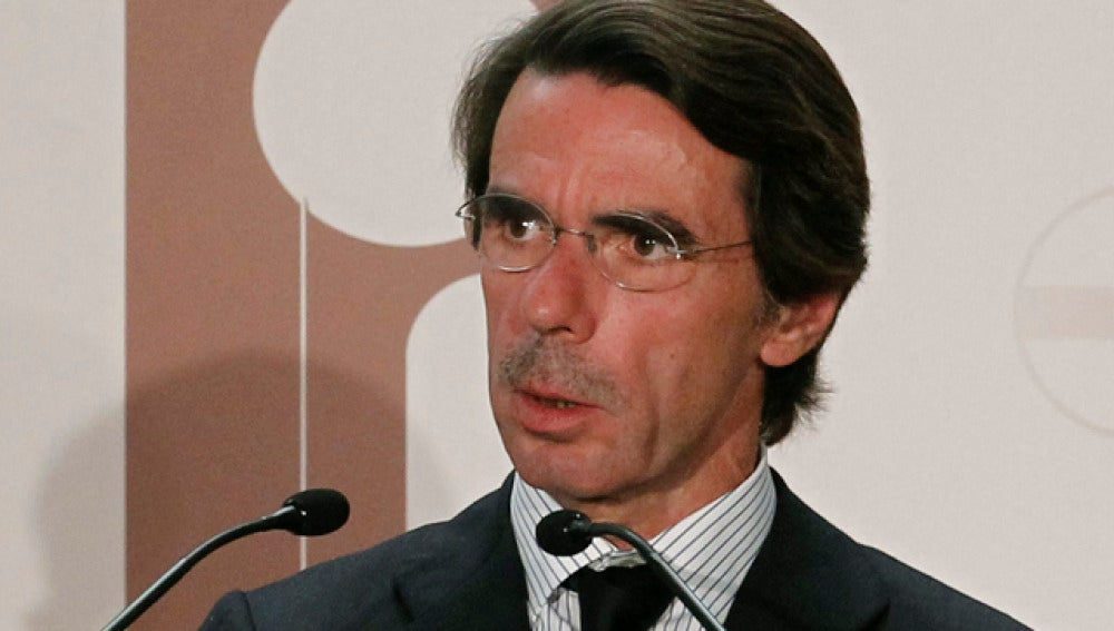José María Aznar cree que botella es muy buena alcaldesa y culpa a Diviertt del suceso