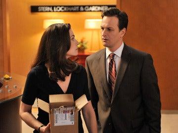 Alicia y Will trabajando en el caso