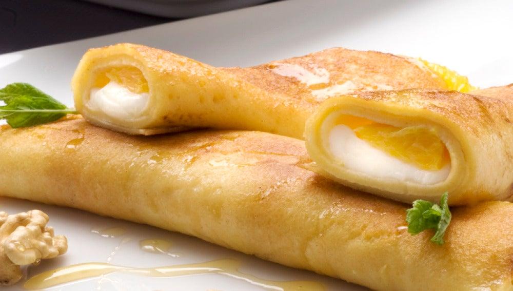 Crepes de queso fresco con naranja y nueces