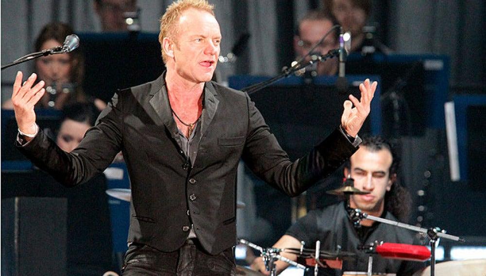 Sting durante el concierto en Bilbao