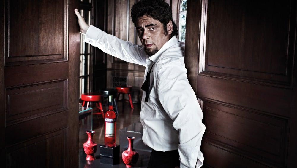 Benicio del Toro, protagonista del calendario Campari 2011