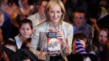 La autora británica J.K Rowling