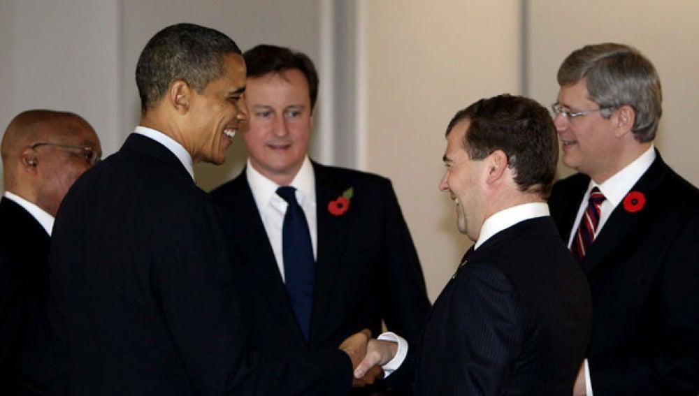Obama conversa con Medvedev