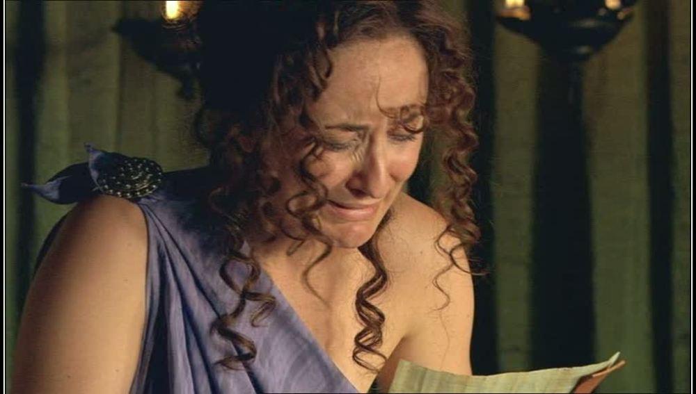 Claudia se entera que su padre ha fallecido