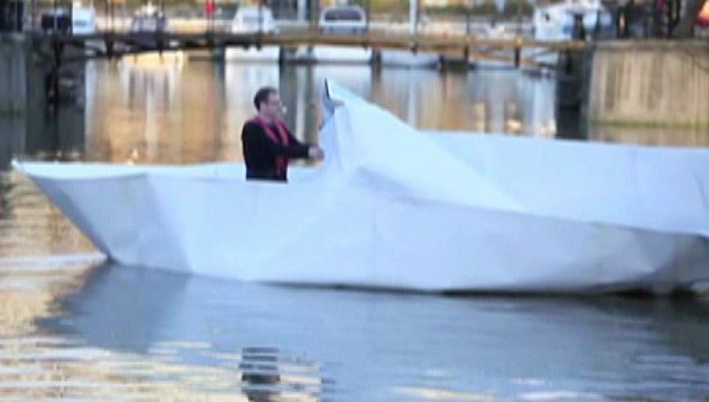 Barco de papel gigante