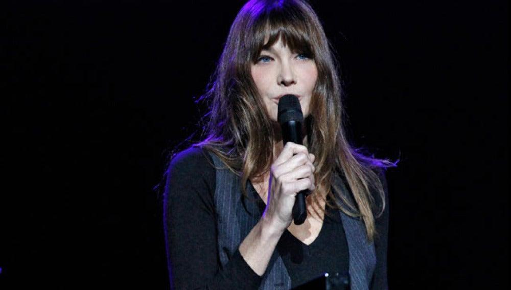 Carla Bruni vuelva a cantar en el Olympia