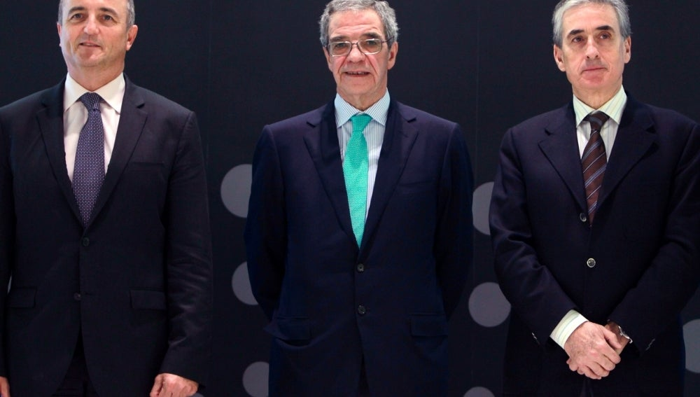 Cesar Alierta junto a Miguel Sebastian y Ramón Jauregui