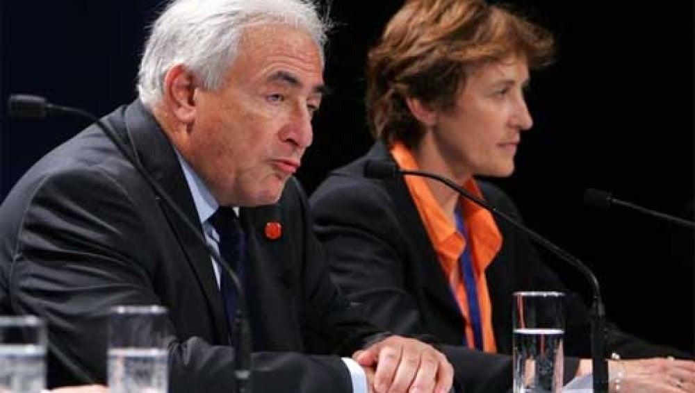 Domnique Strauss-Khan y Caroline Atkinson