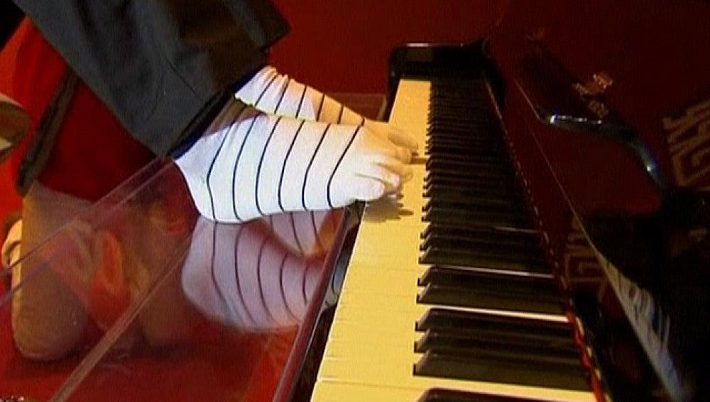 Pianista chino que toca con los pies