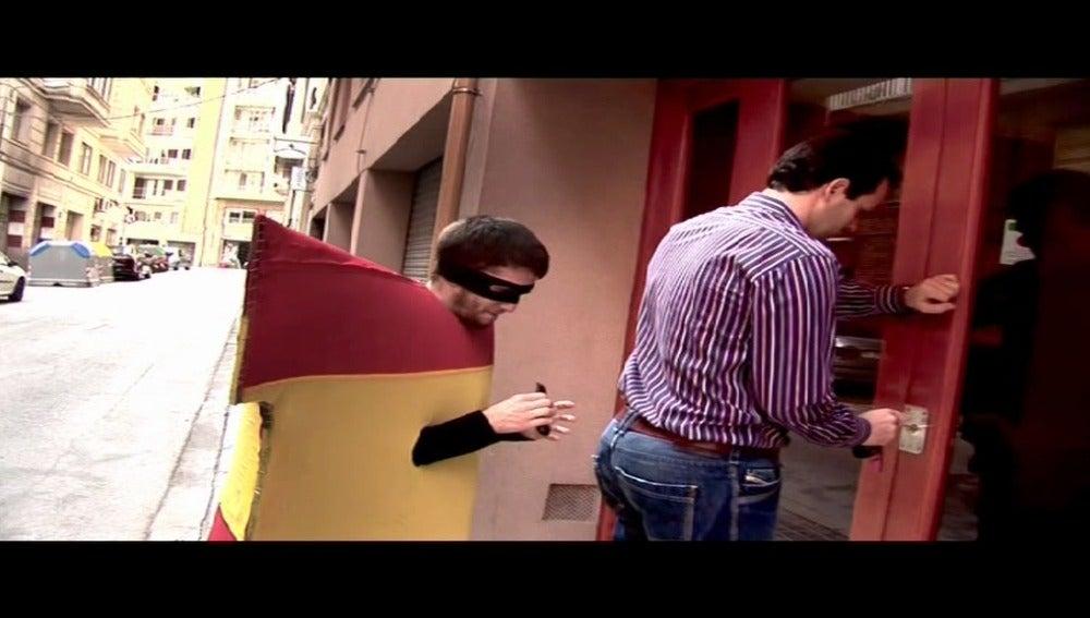 Vídeo de CiU: un ladrón con la bandera de España roba la cartera a un ciudadano