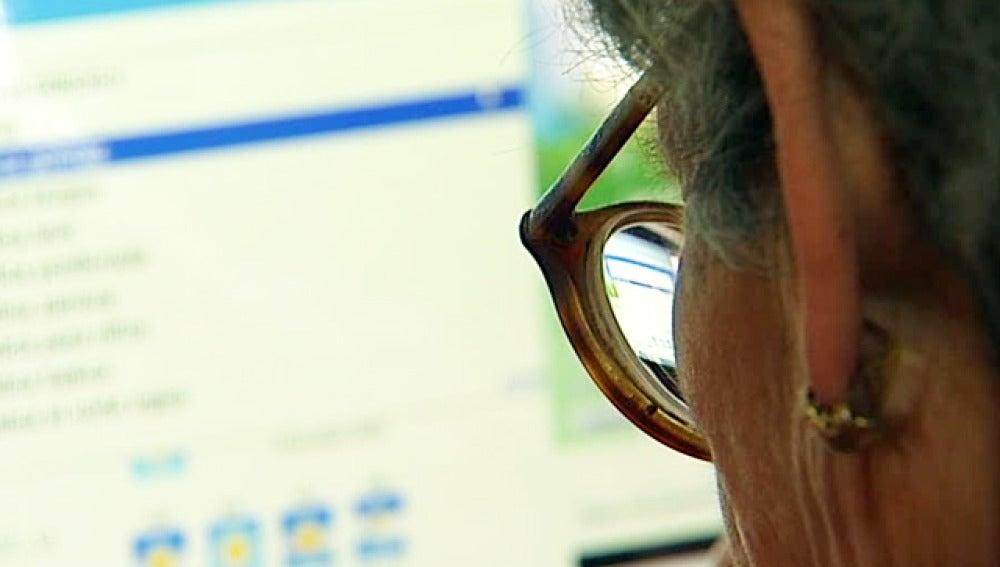 Una 'ciberabuela' desafía la brecha digital