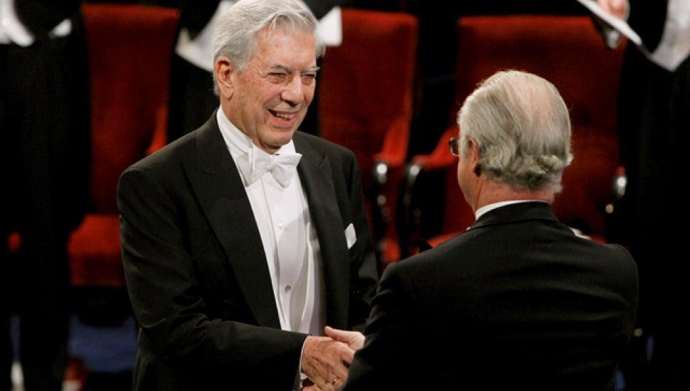 Vargas Llosa recoge el Nobel