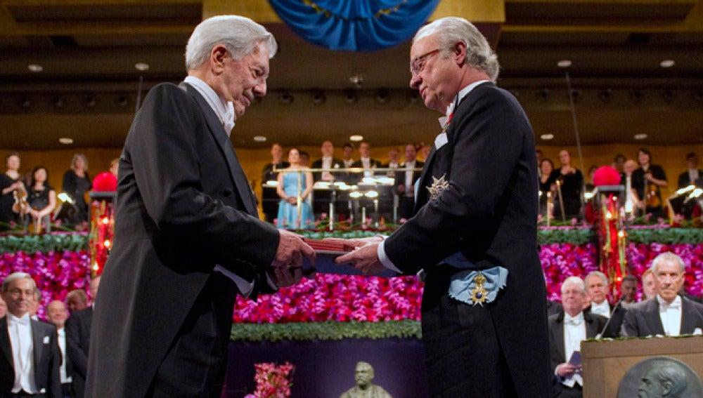 Mario Vargas Llosa recoge su premio Nobel
