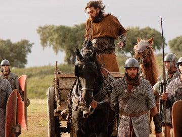 Sandro es llevado al campamento romano