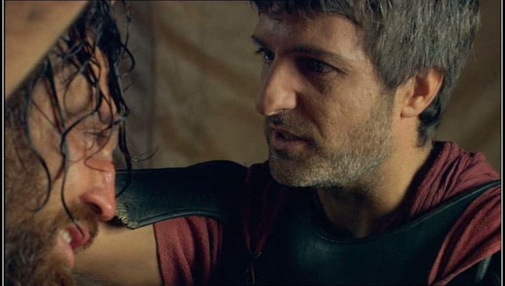 Marco interroga a Sandro entre humillaciones y amenazas