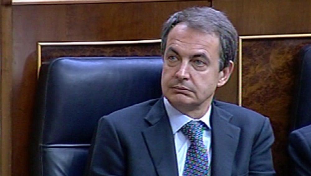 Zapatero acude al Congreso por sorpresa