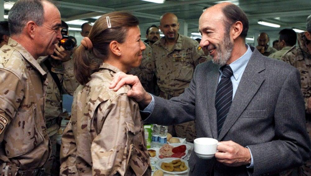Rubalcaba con los soldados españoles de Afganistán