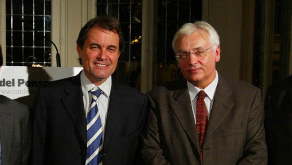 Artur Mas y Ferrán Mascarell posan juntos