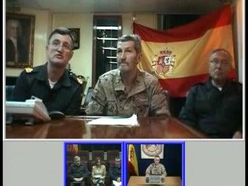 Chacón habla con los miembros de la operación Atalanta contra la piratería en Somalia