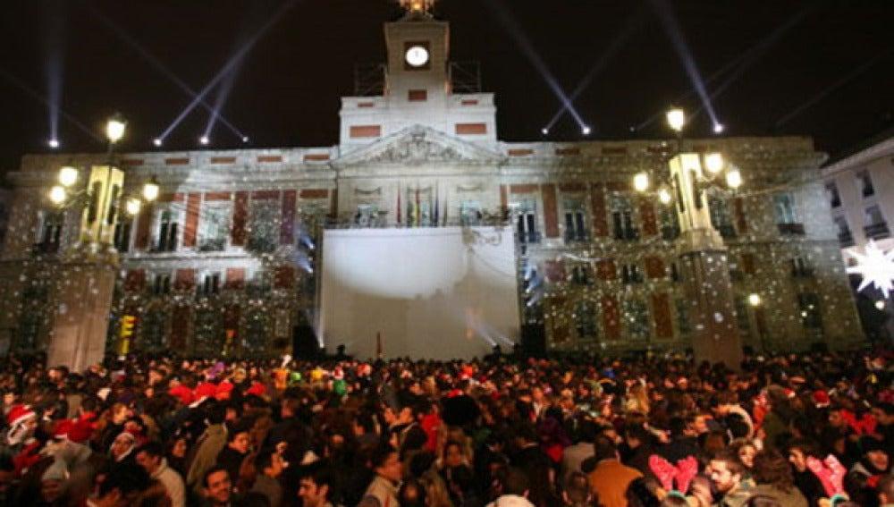 Antena 3 tv madrid quiere racionalizar la entrada en for Puerta del sol en nochevieja