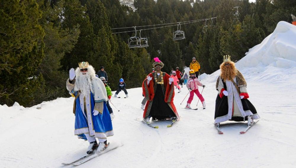 Los Reyes Magos esquiadores