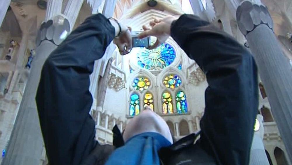 Visitante en la Sagrada Familia