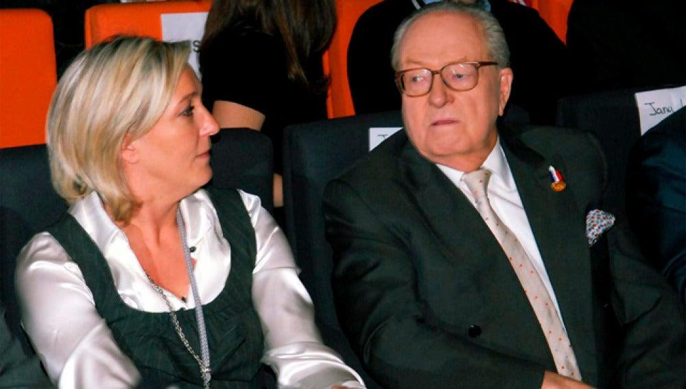 Marine Le Pen, junto a su padre