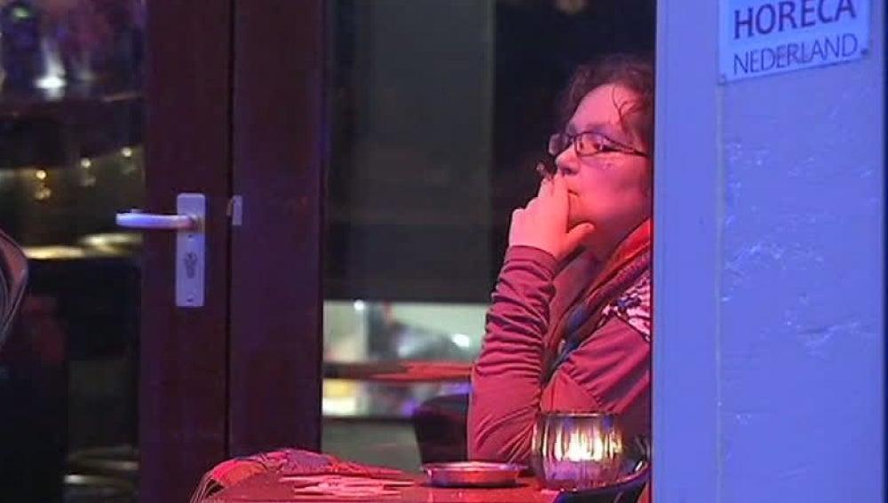 Fumando en un bar de Holanda