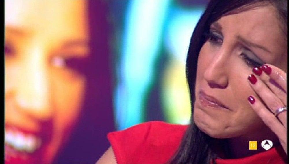 Nuria Bermúdez llorando