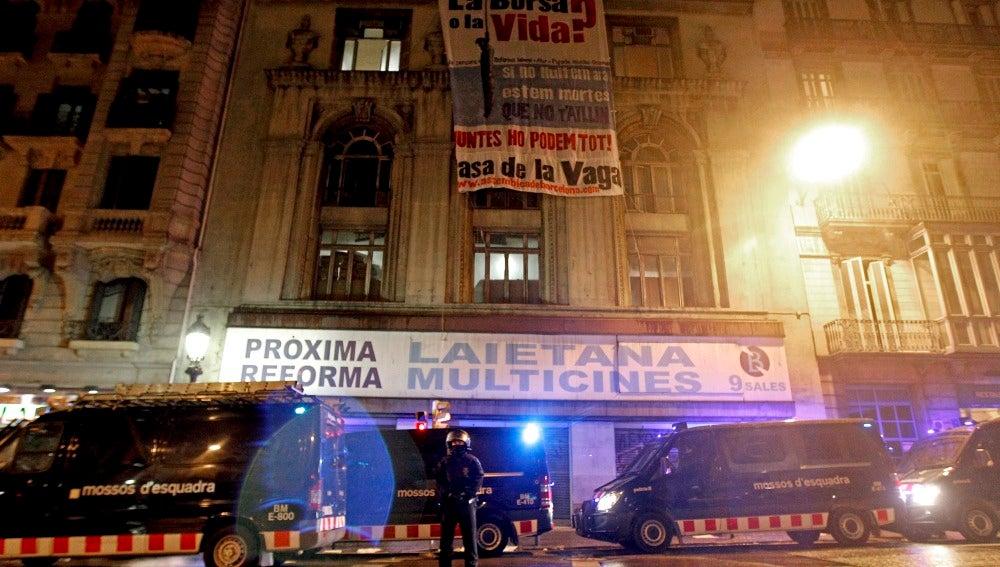 Desalojan el antiguo Palacio del Cinema de Barcelona