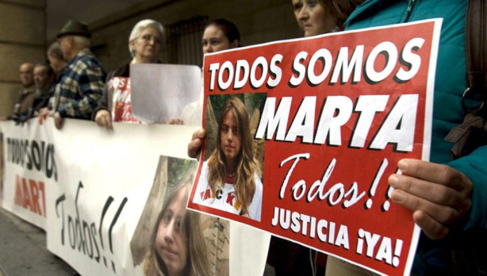 Concentración en apoyo a la familia de Marta del Castillo