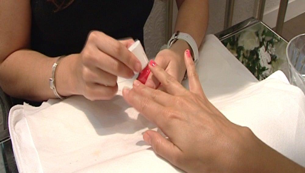 Muy grave tras estallarle el bote de acetona de las uñas mientras fumaba